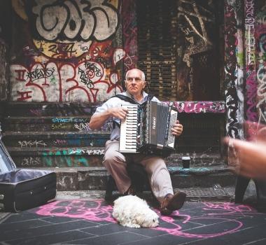 ¿Cómo un representante de artistas escoge a un músico?